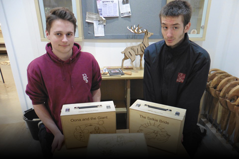 Workshop Aberfeldy – two people with laser cut boxes